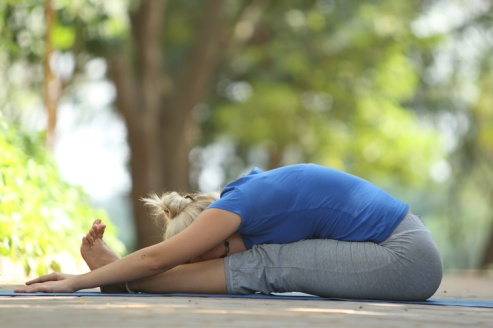 Paschimottanasana (Seated forward bend yoga Pose) for Beginners (1)_1